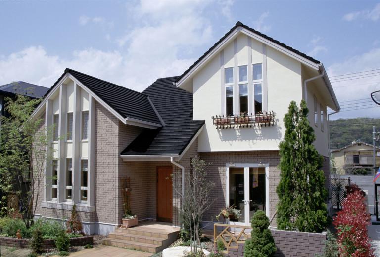 Tại sao nên chọn thi công ngói màu Fuji cho ngôi nhà?
