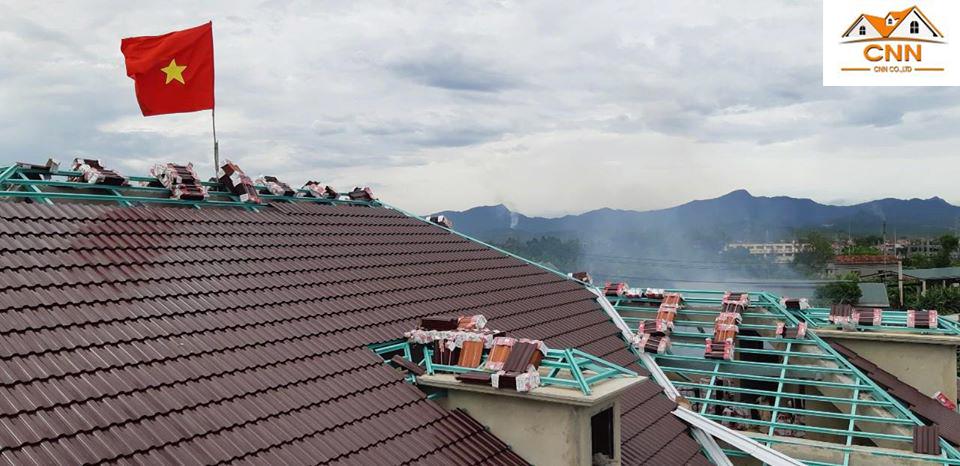 Thi công mái ngói SCG nhà anh Nhân – Quảng Bình